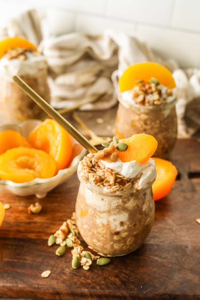peach cobbler overnight oats