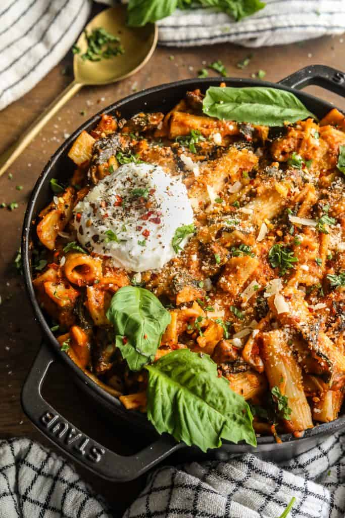 One Pot Creamy Tomato Pasta with Spinach and Mushrooms